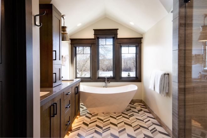 4079_N_Two_Creeks_Guest_Master_Bath_8122