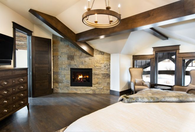 4079_N_Two_Creeks_Guest_master-Fireplace_8165